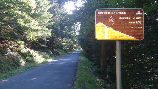 balisage de l'ascension en vélo depuis Ambert, le col des Supeyres