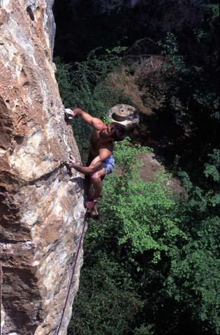 Escalade au Cirque des baumes - gorges du Tarn en Lozère