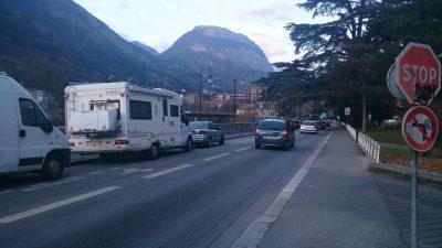 Camping-cars désorientés dans Grenoble