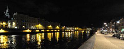 Quai de Grenoble la nuit, comment rejoindre le stationnement du camping-car ?